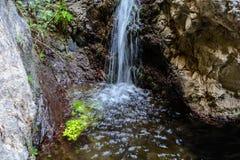 Cascata alla fine della traccia di escursione di Barranco del Infierno Immagine Stock