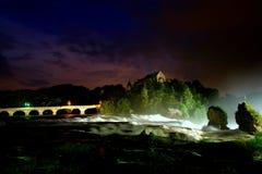 Cascata alla notte tempestosa Fotografie Stock Libere da Diritti