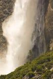 Cascata alla sosta nazionale del Yosemite Fotografia Stock