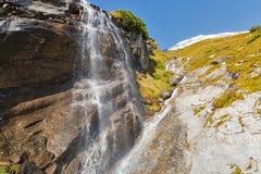 Cascata alpina pittoresca, alta strada alpina di Grossglockner in alpi austriache Fotografie Stock Libere da Diritti