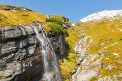 Cascata alpina pittoresca, alta strada alpina di Grossglockner in alpi austriache Fotografia Stock Libera da Diritti
