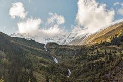 Cascata alpina pittoresca, alta strada alpina di Grossglockner in Austria Fotografia Stock Libera da Diritti