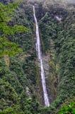 Cascata alta sulla strada di Milford, Nuova Zelanda Immagini Stock Libere da Diritti