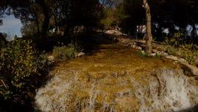 Cascata artificiale nel nuovo parco di Chodzhuk dell'Adana archivi video
