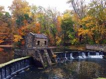 Cascata in autunno Immagine Stock