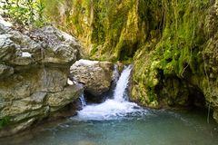 Cascata, canyon del fiume di Sergoulas Fotografia Stock Libera da Diritti