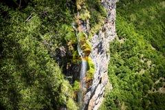 Cascata con l'arcobaleno in Bulgaria Immagini Stock