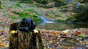Cascata con la macchina fotografica stock footage