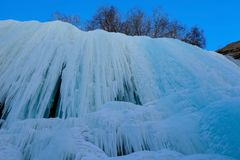 Cascata congelata sul modo del viaggio di Chadar fotografie stock