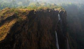 Cascata dalle montagne fotografie stock