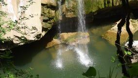 Cascata de cachoeiras bonitas vídeos de arquivo
