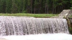 Cascata del fiume della montagna stock footage