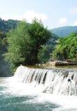Cascata del fiume vicino alla cascata di Jajce Immagini Stock Libere da Diritti