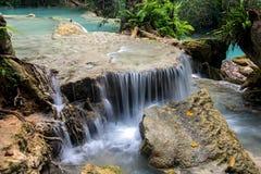 Cascata dell'acqua alla cascata di Kuang Si Falls Immagini Stock Libere da Diritti