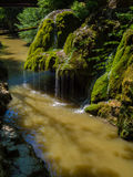 Cascata della corrente Cascata della montagna di Bigar, Romania Fotografia Stock Libera da Diritti