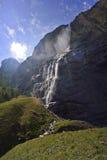Cascata della montagna alle alpi svizzere Immagine Stock Libera da Diritti