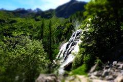 Cascata della montagna in alpi italiane Immagini Stock Libere da Diritti