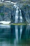 Cascata della montagna di estate (Norvegia) Immagine Stock