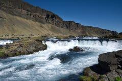 Cascata della montagna in Islanda Immagine Stock