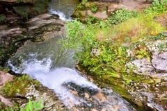 Cascata della spruzzata dell'acqua Fotografie Stock Libere da Diritti