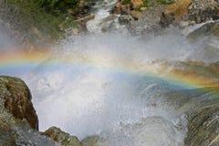 Cascata di Alibek Montagne di Dombay Il Caucas nordico Rainbow Fotografia Stock Libera da Diritti
