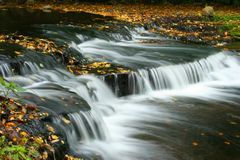Cascata di autunno in Estonia Fotografie Stock