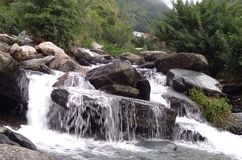 Cascata di Bhagsunag fotografie stock