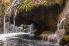 Cascata di Bigar alla base Fotografie Stock