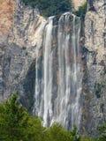 Cascata di Boka in Julian Alps vicino a Bovec, Slovenia fotografia stock libera da diritti