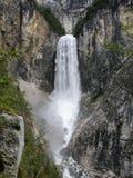 Cascata di Boka vicino a Bovec nelle alpi di Julian Immagini Stock Libere da Diritti