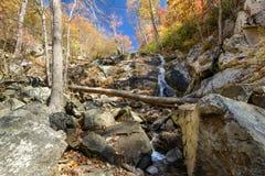 Cascata di caduta delle acque, Ridge Parkway blu, la Virginia Fotografie Stock Libere da Diritti