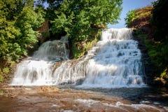 Cascata di Dzhurinsky - una cascata sul fiume Dzhurin in Zales fotografie stock