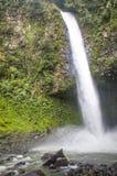 Cascata di Fortuna della La nel parco nazionale di Arenal, Costa Rica Immagine Stock Libera da Diritti