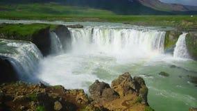 Cascata di Godafoss in Islanda stock footage