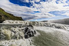 Cascata di Gulfoss del fiume di hvita in Islanda immagine stock
