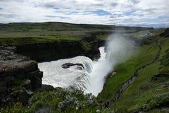 Cascata di Gullfoss con spruzzo visto da sopra, l'Islanda fotografie stock libere da diritti