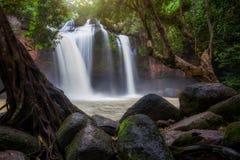 Cascata di Haew Suwat nel parco nazionale di Khao Yai, Tailandia immagini stock libere da diritti