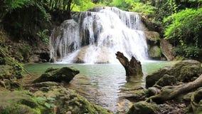Cascata di Huai Mae Kamin delle attrazioni turistiche del metraggio, archivi video