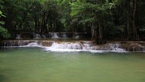 Cascata di Huai Mae Kamin delle attrazioni turistiche del metraggio, stock footage