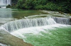 Cascata di Huangguoshu di area scenica di turismo della Cina fotografie stock libere da diritti