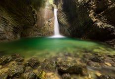Cascata di Kozjak (schiaffo Kozjak) - Caporetto, Slovenia Fotografia Stock