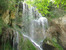 Cascata di Krushuna con le rocce Fotografia Stock