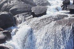 Cascata di Langfossen di estate Fotografia Stock Libera da Diritti