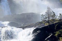 Cascata di Langfossen di estate Immagini Stock Libere da Diritti