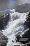 Cascata di Langfossen di estate Immagini Stock