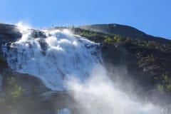 Cascata di Langfossen di estate Fotografie Stock