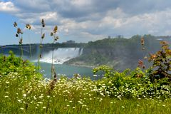 Cascata di Niagara e un ponte Fotografia Stock