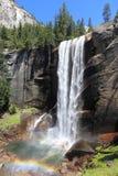 Cascata di parco nazionale di Yosemite - caduta primaverile Fotografia Stock