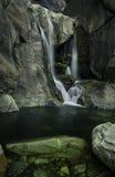 Cascata di parco nazionale di Yosemite nel fiume immagine stock