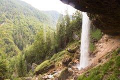 Cascata di Pericnik in alpi slovene in autunno, parco nazionale di Triglav Fotografia Stock